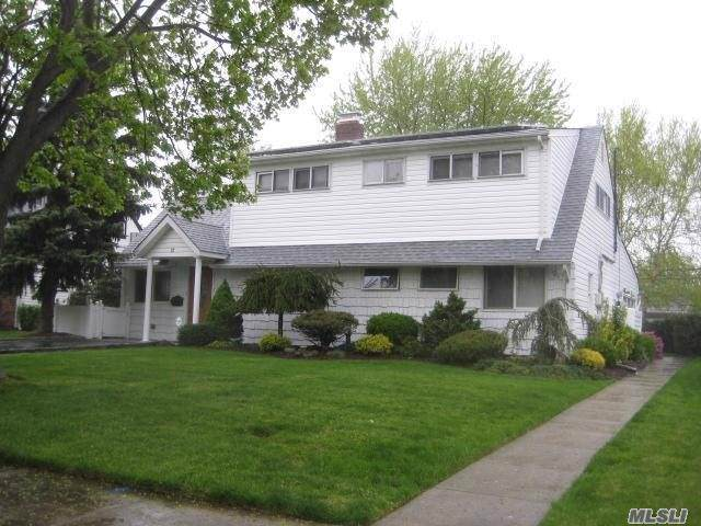 27 Cable Ln, Hicksville, NY 11801 (MLS #3164233) :: Signature Premier Properties