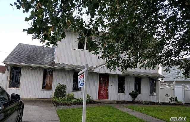 16 Balsam Ln, Hicksville, NY 11801 (MLS #3164236) :: Signature Premier Properties