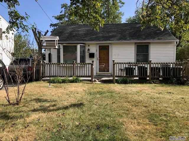 67 E Halley Ln, Central Islip, NY 11722 (MLS #3164393) :: Netter Real Estate