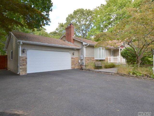 33 Robinson Ave, Medford, NY 11763 (MLS #3164447) :: Signature Premier Properties