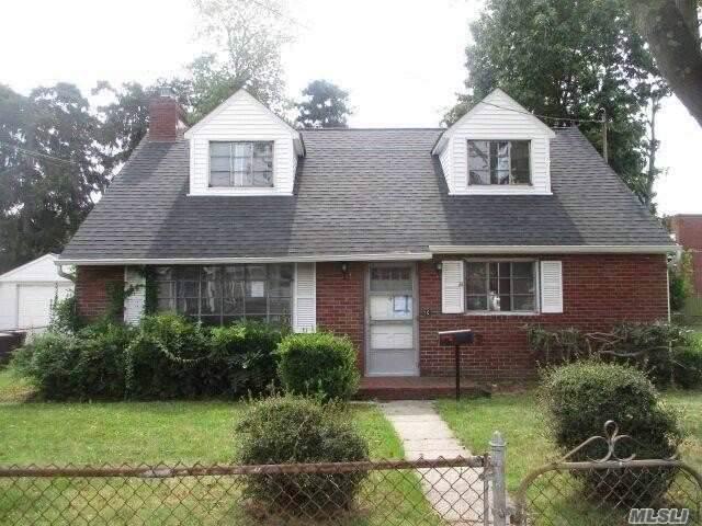 4 E Gate, Copiague, NY 11726 (MLS #3165364) :: Netter Real Estate