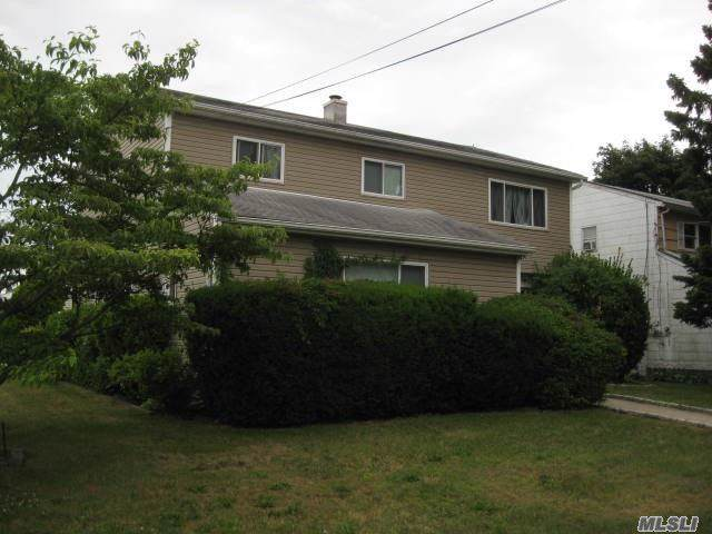 29 Guildford Park Dr, W. Babylon, NY 11704 (MLS #3165653) :: Shares of New York