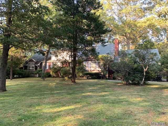 1946 Vincent Ln, Syosset, NY 11791 (MLS #3165977) :: Netter Real Estate