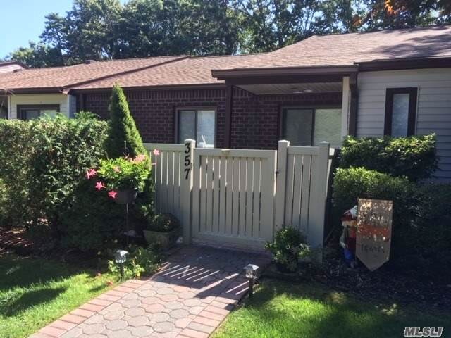 357 Clubhouse Ct, Coram, NY 11727 (MLS #3169126) :: Keller Williams Points North