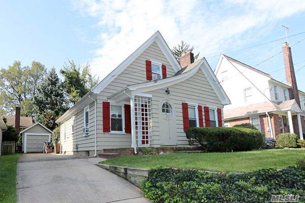 42 Clarence St, Floral Park, NY 11001 (MLS #3171370) :: Shares of New York