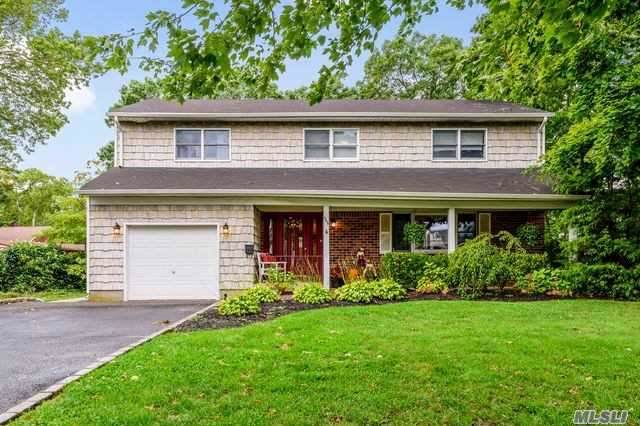 555 Brooklyn Blvd, Brightwaters, NY 11718 (MLS #3171918) :: Netter Real Estate