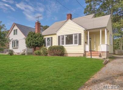 10 3rd Ave, E. Northport, NY 11731 (MLS #3172044) :: Signature Premier Properties