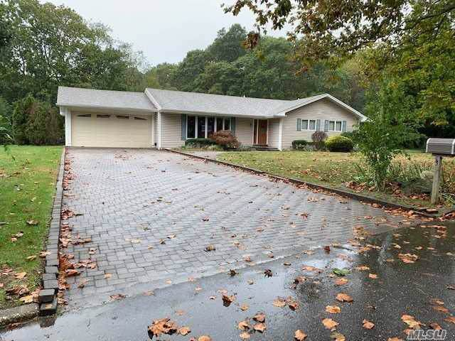 3 Grayon Dr, Dix Hills, NY 11746 (MLS #3172649) :: Shares of New York