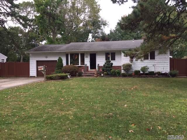 1460 Richland, Bay Shore, NY 11706 (MLS #3172918) :: Netter Real Estate