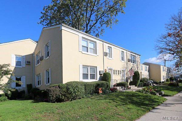 252-23 72 Ave 162A, Bellerose, NY 11426 (MLS #3173217) :: Shares of New York