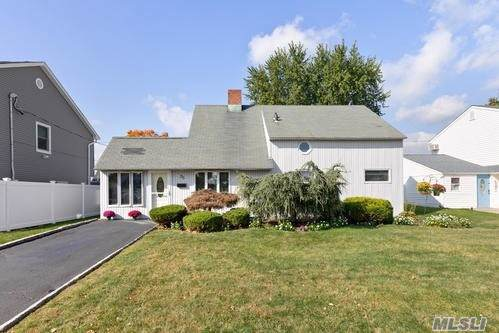35 Swing Ln, Levittown, NY 11756 (MLS #3173313) :: Shares of New York