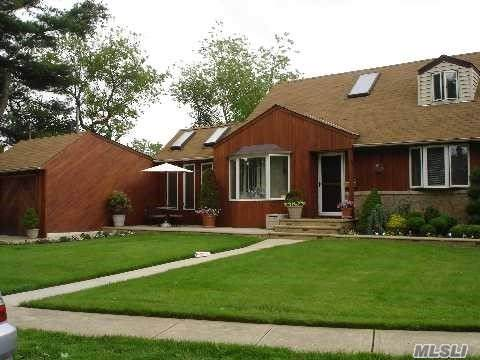 336 Cayuga Ave, East Meadow, NY 11554 (MLS #3173471) :: Signature Premier Properties