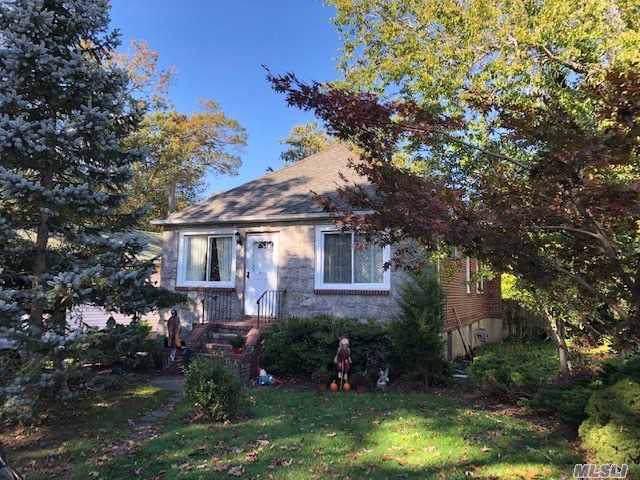 73 E 21st St, Huntington Sta, NY 11746 (MLS #3174997) :: Signature Premier Properties
