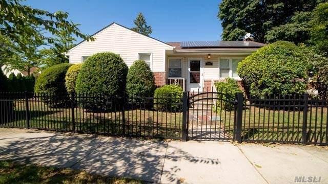 79-57 265th St, Floral Park, NY 11004 (MLS #3177134) :: Signature Premier Properties