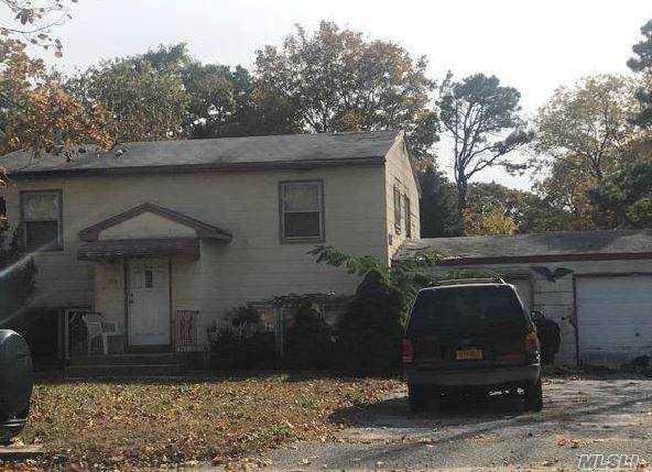 1710 N Spur Dr, Central Islip, NY 11722 (MLS #3178724) :: Shares of New York