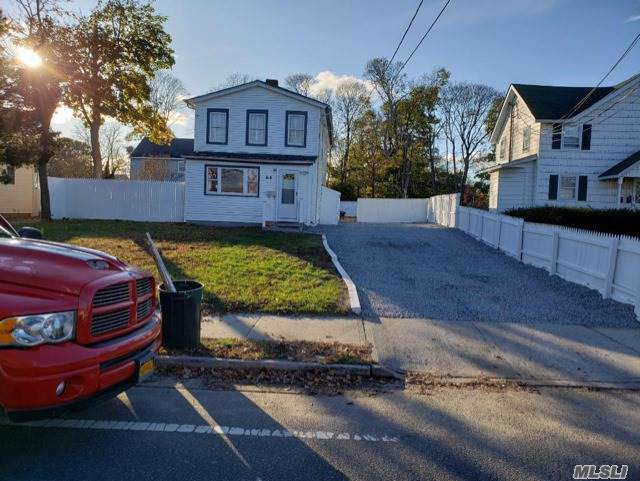64 Bay Ave, Patchogue, NY 11772 (MLS #3179845) :: Signature Premier Properties