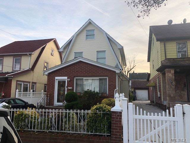 214-36 112th Rd, Queens Village, NY 11429 (MLS #3179935) :: HergGroup New York
