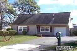2 Southern Pine Ln, Medford, NY 11763 (MLS #3180378) :: Signature Premier Properties