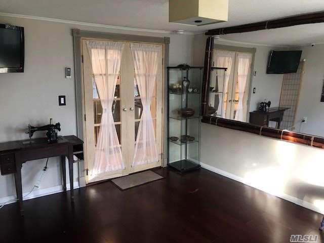 592 Meadowbrook Rd, Merrick, NY 11566 (MLS #3181047) :: Signature Premier Properties