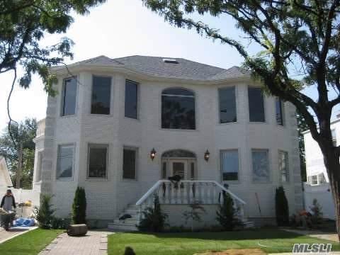 83-48 262 Street, Glen Oaks, NY 11004 (MLS #3181424) :: Signature Premier Properties