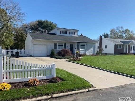 12 Mayfair Ter, Commack, NY 11725 (MLS #3184079) :: Signature Premier Properties