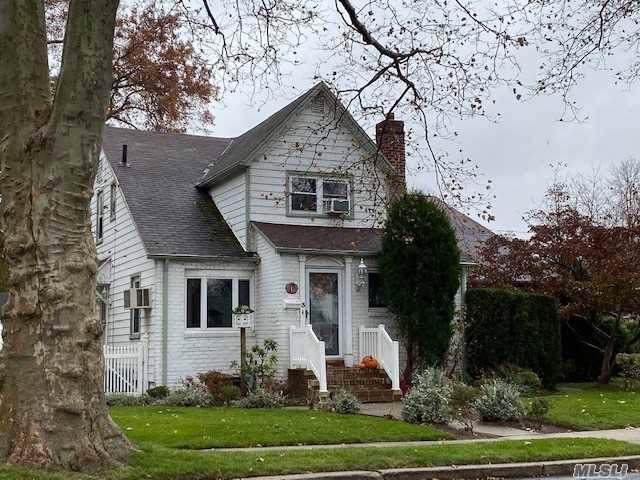 3 Fern St, Floral Park, NY 11001 (MLS #3185083) :: Signature Premier Properties
