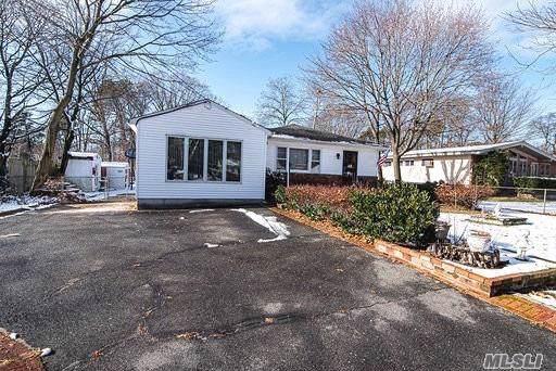 1718 N Thompson Dr, Bay Shore, NY 11706 (MLS #3185094) :: Signature Premier Properties