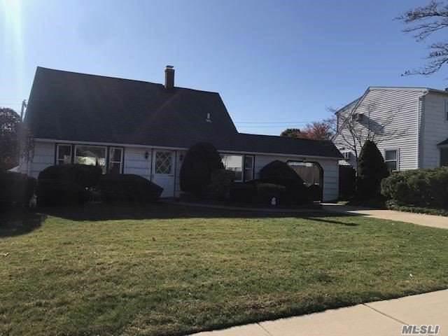 Levittown, NY 11756 :: Signature Premier Properties