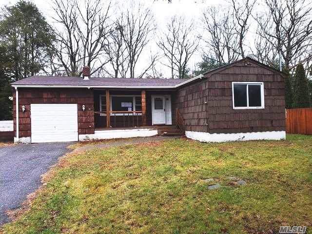 311 Johnson Ave, Ronkonkoma, NY 11779 (MLS #3185593) :: Signature Premier Properties