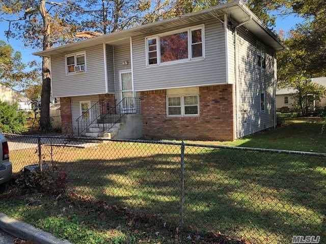 10 Crown Ave, Huntington, NY 11743 (MLS #3190664) :: Signature Premier Properties