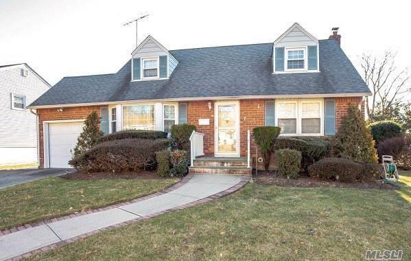 7 Gardenia Ln, Hicksville, NY 11801 (MLS #3190890) :: Signature Premier Properties