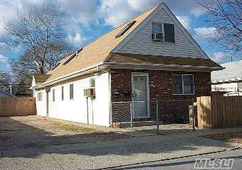 40 Kildare Rd, Island Park, NY 11558 (MLS #3191321) :: Signature Premier Properties