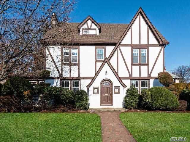 61 Garden St, Garden City, NY 11530 (MLS #3192380) :: Signature Premier Properties