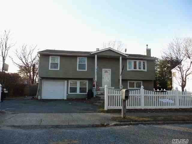 640 Bohemia Pky, Sayville, NY 11782 (MLS #3193793) :: Denis Murphy Real Estate