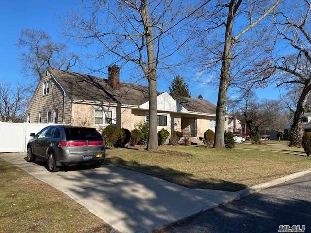 1040 Alexander Pl, N. Baldwin, NY 11510 (MLS #3195510) :: RE/MAX Edge