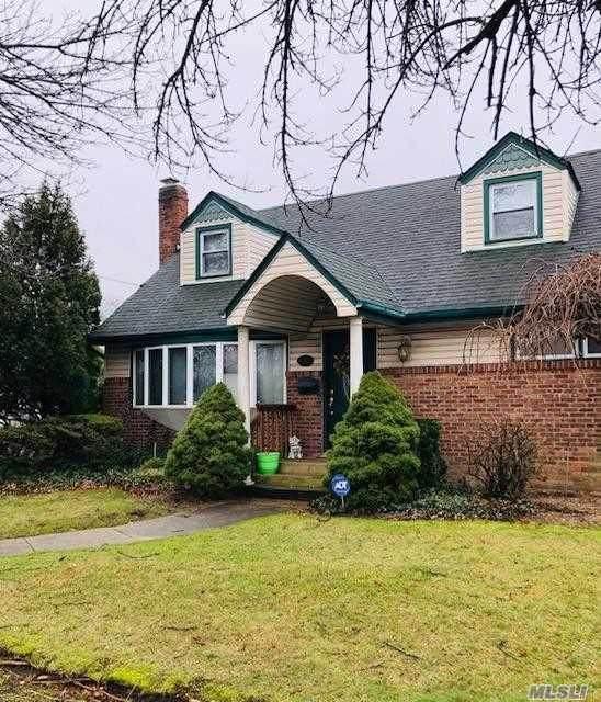 412 Foxhurst Rd, Oceanside, NY 11572 (MLS #3199005) :: Kevin Kalyan Realty, Inc.