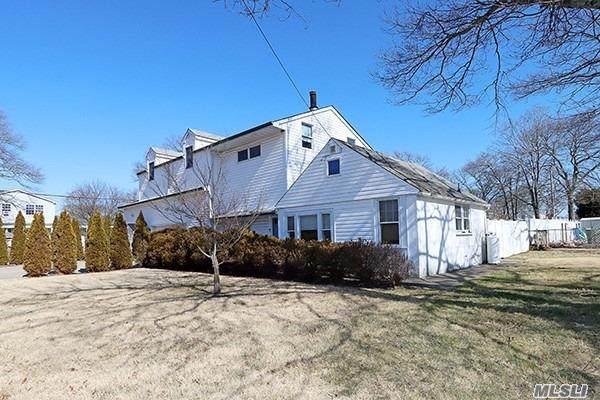 55 Miller Ct, Holbrook, NY 11741 (MLS #3200921) :: Denis Murphy Real Estate