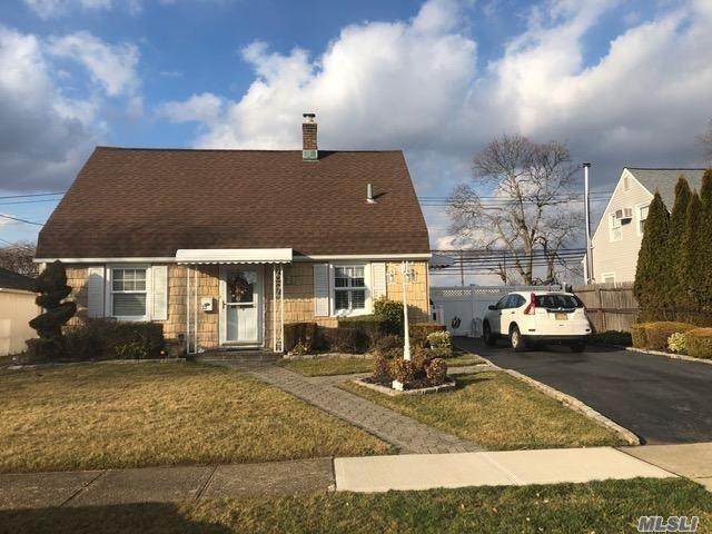 23 Green Ln, Levittown, NY 11756 (MLS #3201393) :: Signature Premier Properties