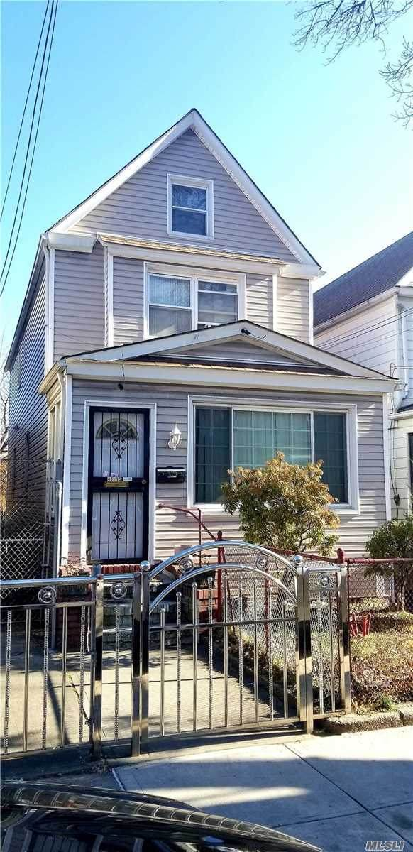 42-15 76 St, Elmhurst, NY 11373 (MLS #3201445) :: RE/MAX Edge