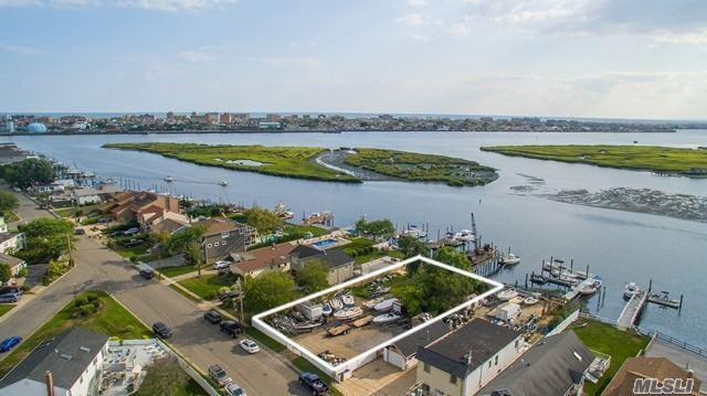 W Island Pky, Island Park, NY 11558 (MLS #2904596) :: Netter Real Estate