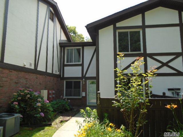 818 Blue Ridge Dr, Medford, NY 11763 (MLS #2931052) :: Netter Real Estate