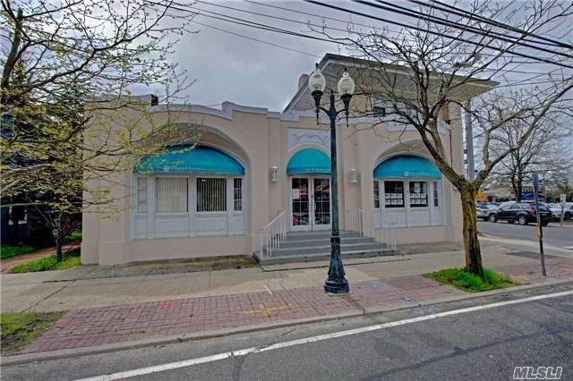 100 W Main St, East Islip, NY 11730 (MLS #2931156) :: Netter Real Estate