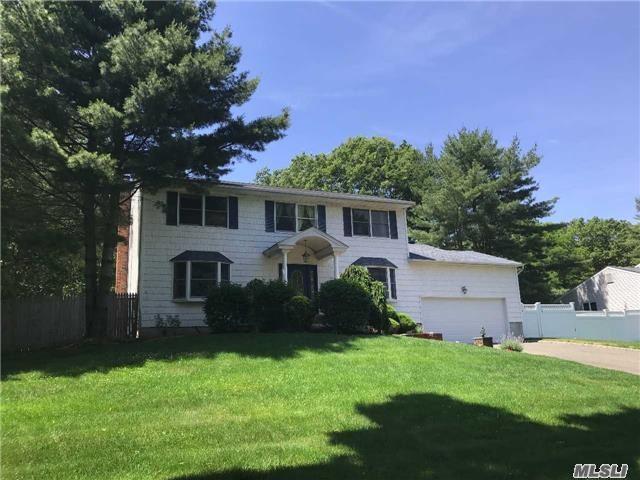 3 Stonehurst Ln, Dix Hills, NY 11746 (MLS #2948772) :: Signature Premier Properties