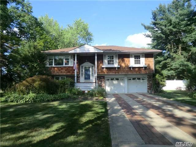1 Adelphi Dr, Greenlawn, NY 11740 (MLS #2960916) :: Signature Premier Properties