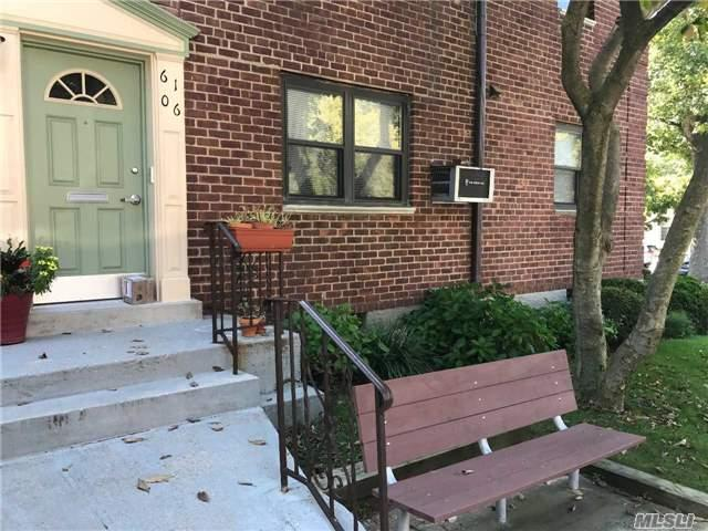 61-06 245 Pl, Douglaston, NY 11362 (MLS #2973806) :: Shares of New York