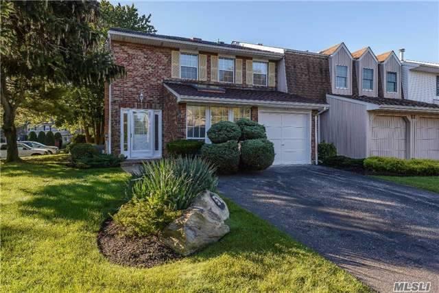 51 Holiday Dr, Woodbury, NY 11797 (MLS #2975883) :: Netter Real Estate