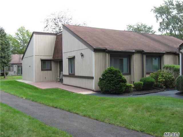130 Strathmore Gate Dr, Stony Brook, NY 11790 (MLS #2976778) :: Netter Real Estate