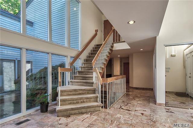 41 Bristol Dr, Manhasset, NY 11030 (MLS #2980293) :: Netter Real Estate
