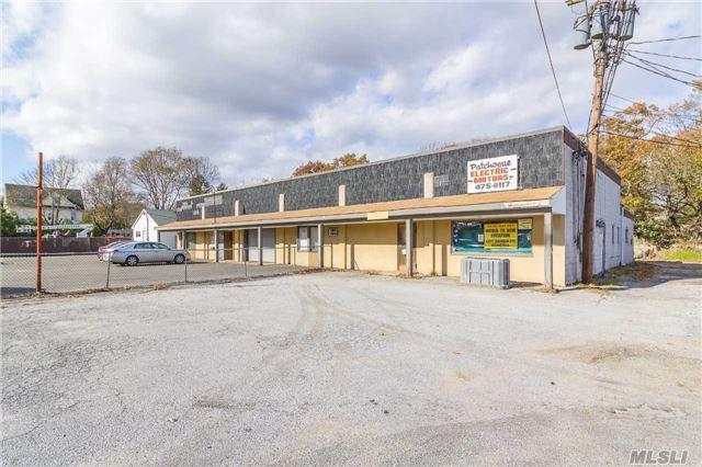65-71 Sycamore St, Patchogue, NY 11772 (MLS #2982781) :: Netter Real Estate