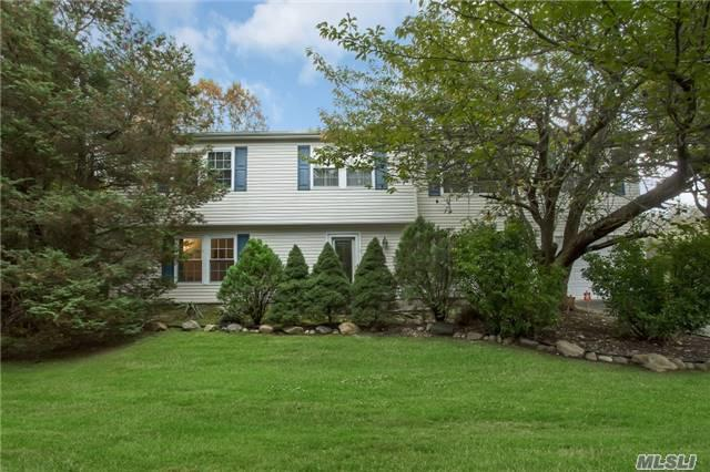 4 Imperial Gate, Dix Hills, NY 11746 (MLS #2983268) :: Netter Real Estate